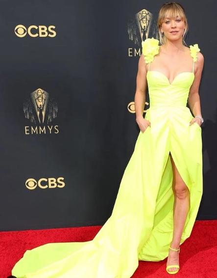 EL pack de kaley cuoco actriz que protagonizo The Big Bang Theory
